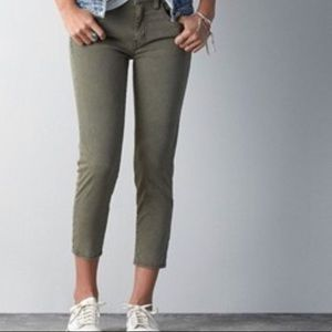 American Eagle Army green jegging crop pants